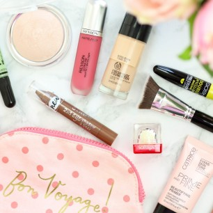 Whats-New-In-My-Makeup-Bag-1600x1100